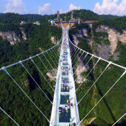 اولین پل معلق و شیشه ای جهان در چین افتتاح شد