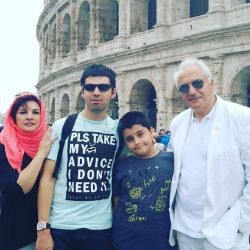 عکس های مرحوم علی معلم در کنار همسر و فرزندانش