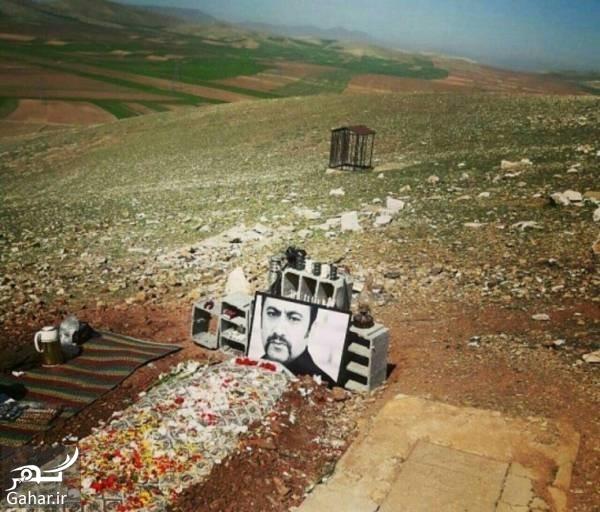 عارف لرستانی 2 عکس سنگ قبر عارف لرستانی در روستای سیمینه