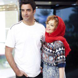 عکس/ ژست های عاشقانه یکتا ناصر و همسرش در مراسم رونمایی از پوستر آینه بغل