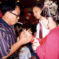 سیگار کشیدن رسم چینی ها در عروسی