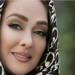 تیپ عجیب الهام حمیدی در کنار دو هوادار / عکس