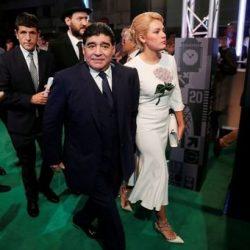 عکسهای مارادونا و همسرش در مراسم بهترین بازیکن ۲۰۱۷