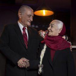 عکسهای جذاب سالگرد ازدواج زوج عاشق ۷۰ ساله ایرانی (مهمانان ماه عسل) به همراه فرزندان و نوه ها