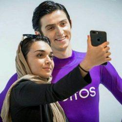 خوشگذرانی سردار آزمون با خواننده لس آنجلسی رو کشتی / عکس