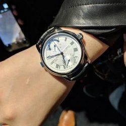اولین ساعت مکانیکی هوشمند جهان ساخته شد / عکس