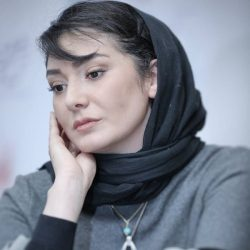 لباس متفاوت مینا وحید (به نفع زلزله زدگان کرمانشاه) در جشنواره فیلم فجر ۹۶ / ۳ عکس
