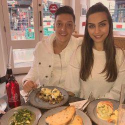 عکسها و بیوگرافی امینه گولشه زیباترین دختر ترکیه و نامزد اوزیل