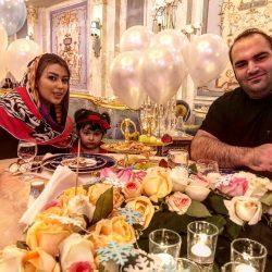 عکس های بهداد سلیمی و همسر و دخترش در رستوران لاکچری