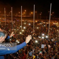 عکسهای استقبال پرشور مردم از کاروان تیم ملی در فرودگاه امام خمینی