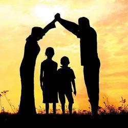 تاثیرات خانواده و جامعه چگونه است؟