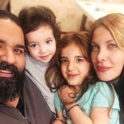 عکسهای سالگرد ازدواج رضا صادقی در کنار همسر و دخترانش
