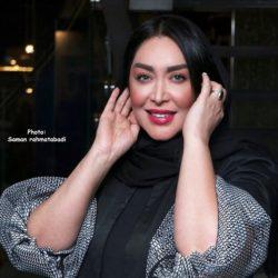 تیپ و ژست های متفاوت سارا منجزی در اکران کلوب همسران / ۶ عکس