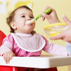 بهترین زمان دادن سرلاک به نوزادان
