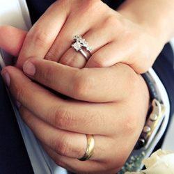 حلقه ازدواج در انگشت چهارم