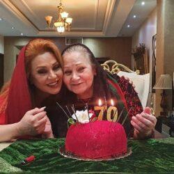 نسرین مقانلو در تولد ۷۰ سالگی مادرش / ۵ عکس