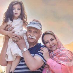 عکسهای محمود پاک نیت در کنار همسر و نوه زیبایش