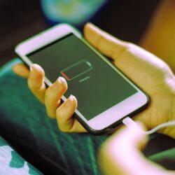 شارژ کردن موبایل با شارژر ماشین