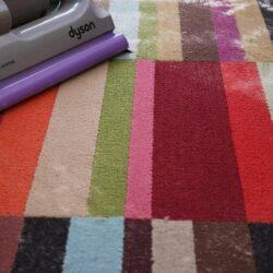 چگونه فرش خود را بدون جارو برقی کشیدن تمیز کنیم؟