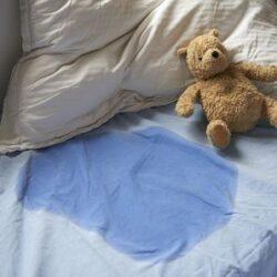 علت شب ادراری کودکان + روش های درمان