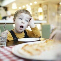 دلایل خواب آلودگی بعد از غذا خوردن چیست ؟