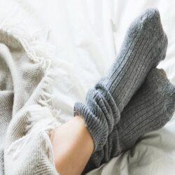 عوارض خوابیدن با جوراب را جدی بگیرید, جدید 1400 -گهر