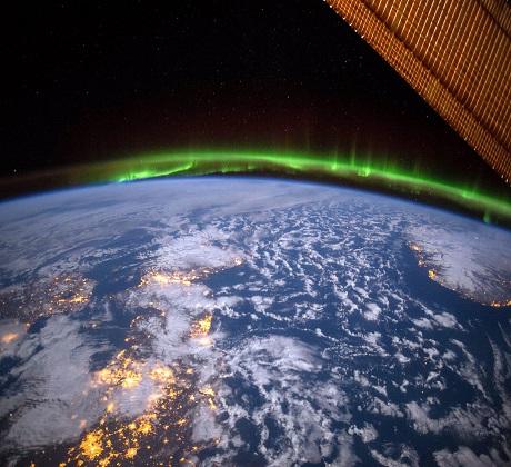 تصاویر خارق العاده پدیده شفق قطبی از فضا, جدید 1400 -گهر